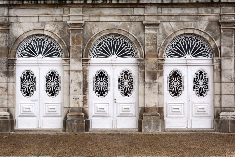 Weiße Türen lizenzfreie stockfotos