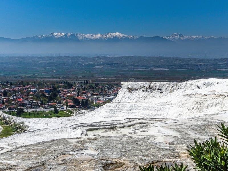 Weiße Terrassen von Travertin, vom Marmor und vom Gips in Pamukkale, T lizenzfreies stockfoto