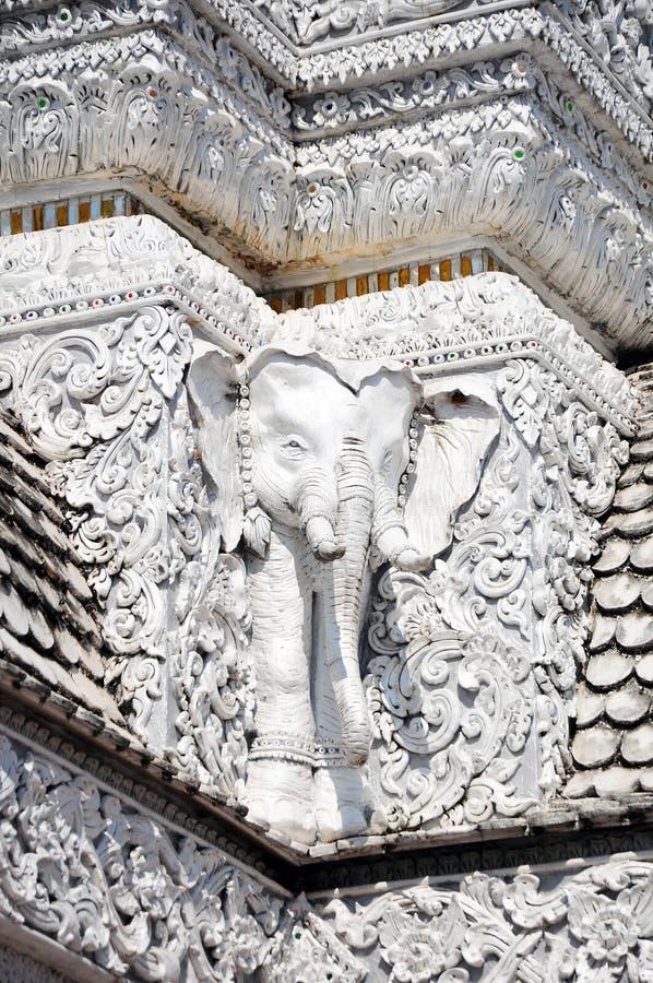 Weiße thailändische Kunststuckwand lizenzfreie stockfotografie