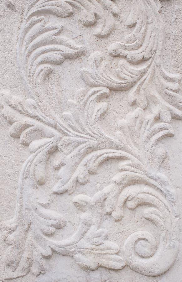 Weiße thailändische Kunststuckwand, Tempel stockfoto