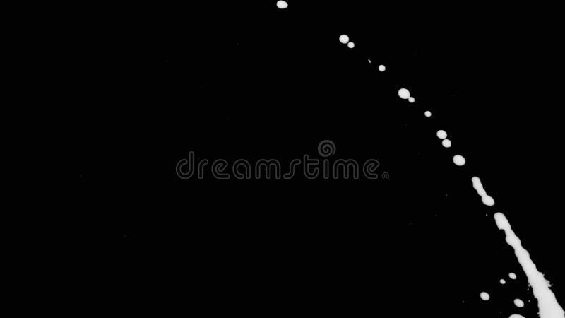 Weiße Tinte plätschern über schwarzem Schirmhintergrund lizenzfreie stockbilder