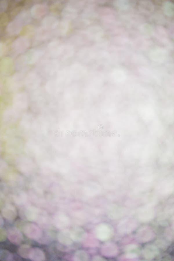 Weiße und violette Kreise defocused Hintergrundes Bokeh lizenzfreie stockfotos