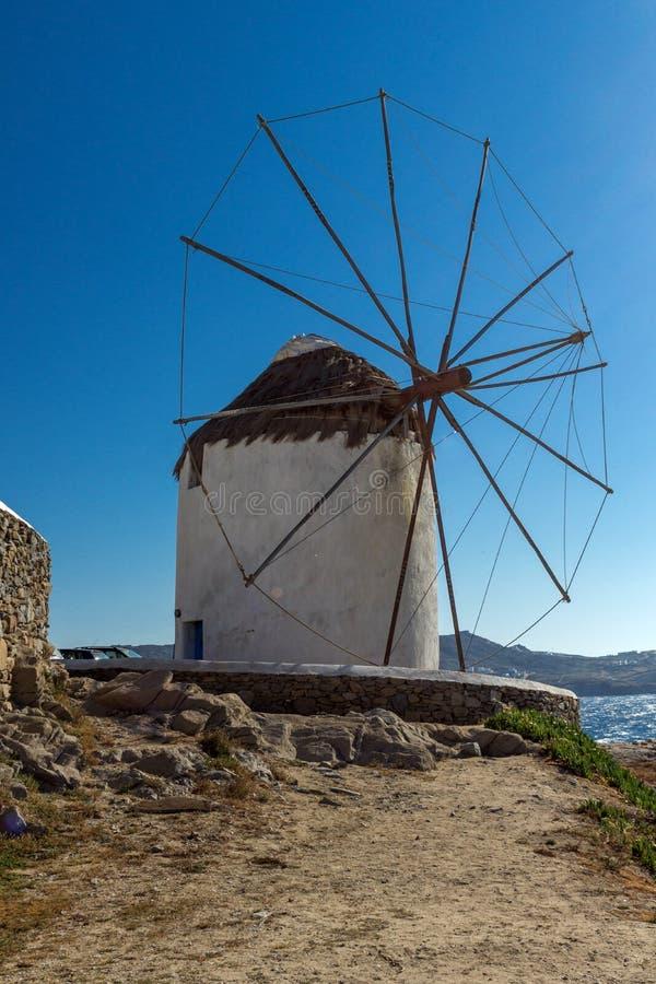 Weiße Windmühle auf der Insel von Mykonos, Griechenland stockfotos