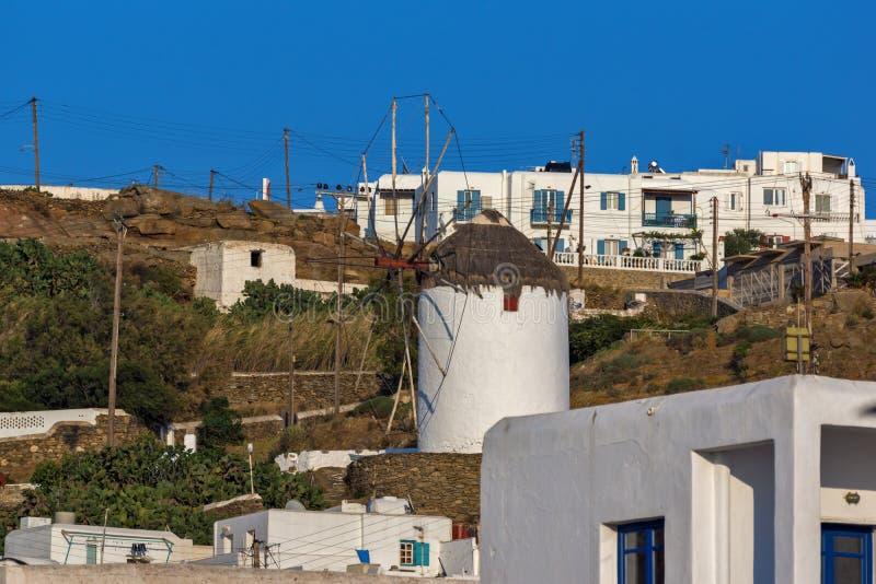 Weiße Windmühle in der Stadt von Mykonos, Griechenland stockfoto