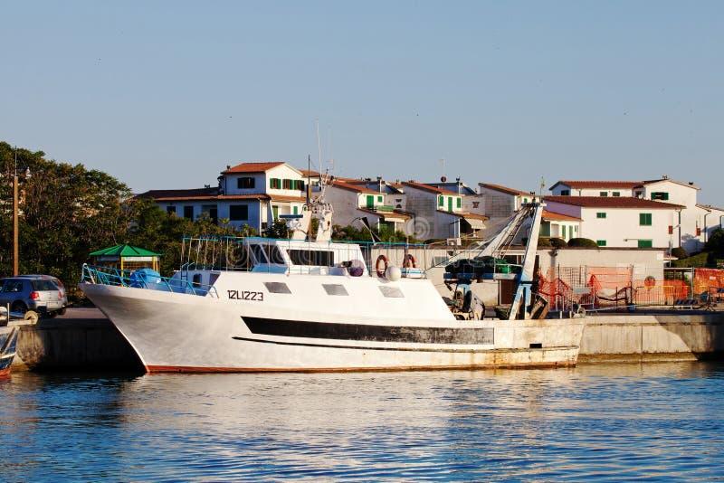 Weiße Yacht stockfoto