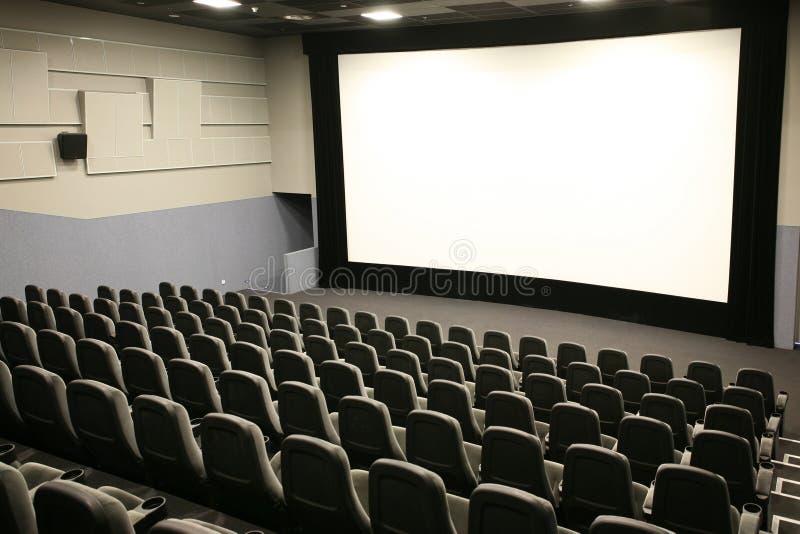Weißer Bildschirm und Stühle stockfoto