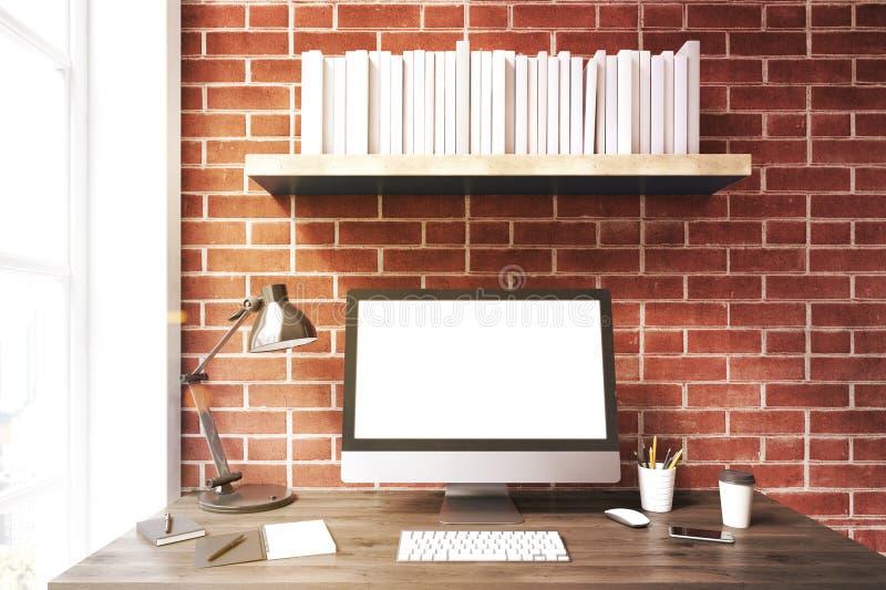 Weißer Computermonitor gegen die Backsteinmauer, getont lizenzfreie abbildung