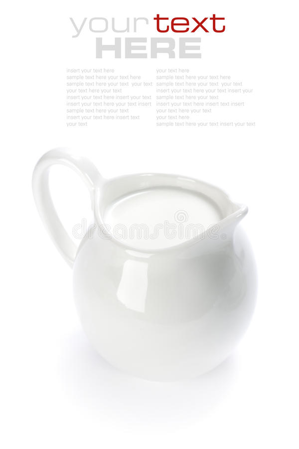 Weißer keramischer Krug mit Milch stockbilder