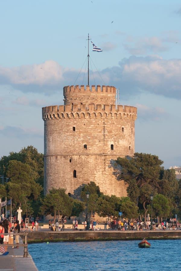 Weißer Kontrollturm in Saloniki lizenzfreie stockfotos