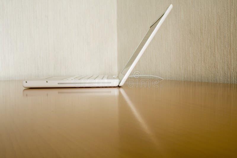 Weißer Laptop lizenzfreies stockbild