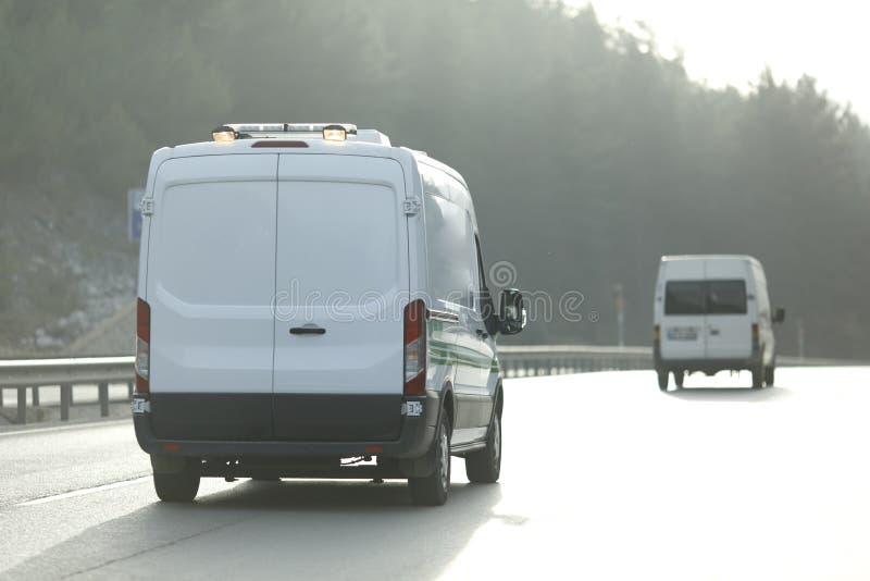 Weißer Lieferwagen lizenzfreie stockfotografie