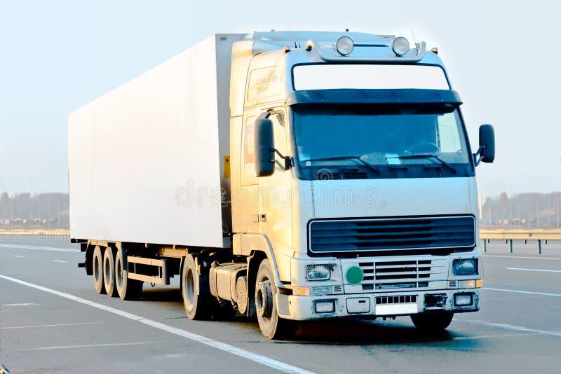 Weißer LKW lizenzfreie stockbilder