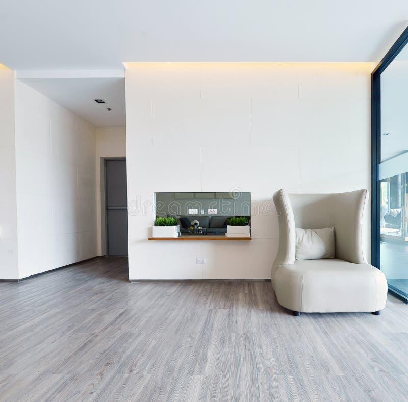 Weißer moderner lebender Luxusinnenraum und Dekoration, Innendes stockfotografie