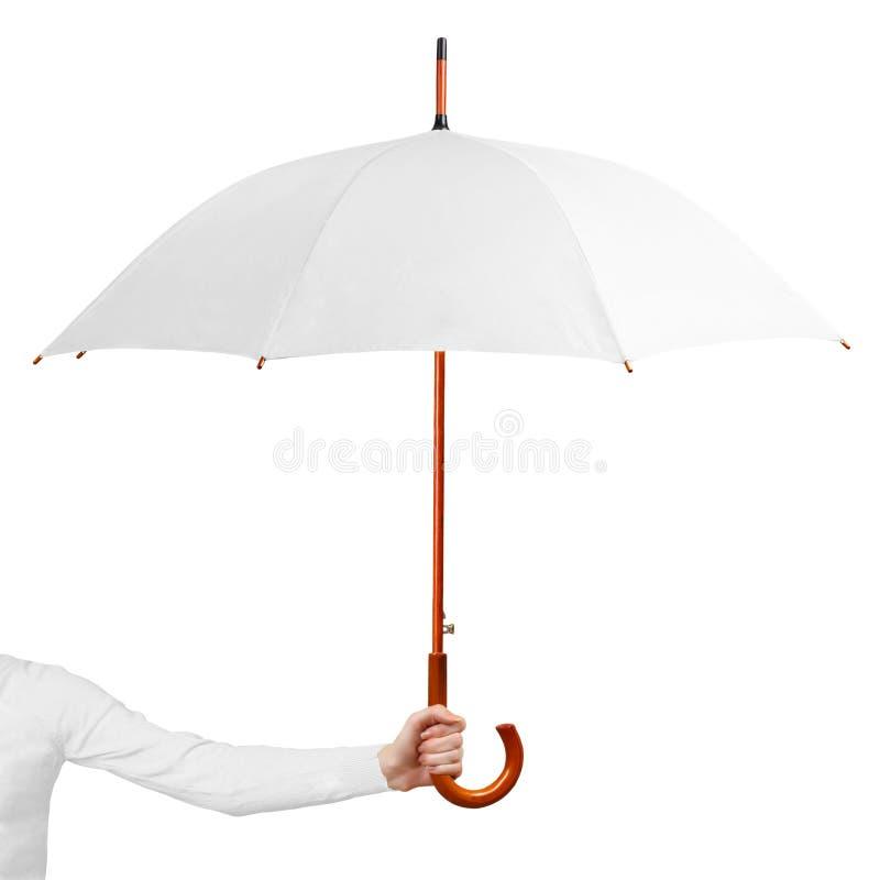 Weißer offener Regenschirm des Handgriffs lokalisiert auf weißem Hintergrund Frau, die Regenschirm auf wei?em Hintergrund h?lt stockfoto