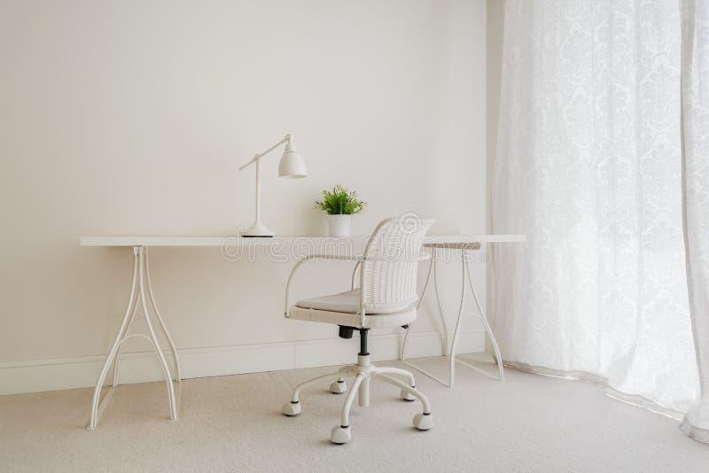 Weißer Retro- Schreibtisch stockbilder