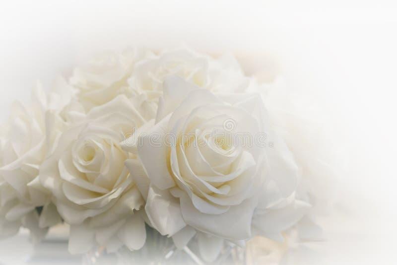 Weißer Roseblumenstrauß lizenzfreie stockfotos