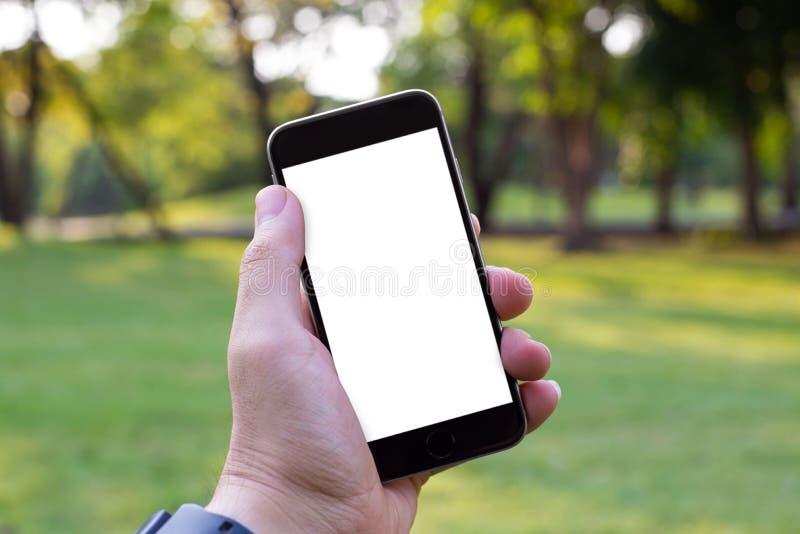 Weißer Schirm des intelligenten Telefons in meinen Händen lizenzfreies stockfoto
