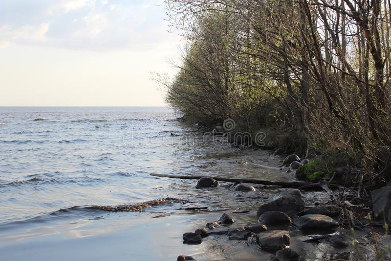 Weißer See im Frühjahr lizenzfreies stockfoto