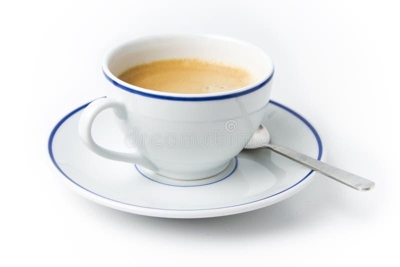 Weißer Tasse Kaffee auf Platte mit Löffel lizenzfreies stockbild