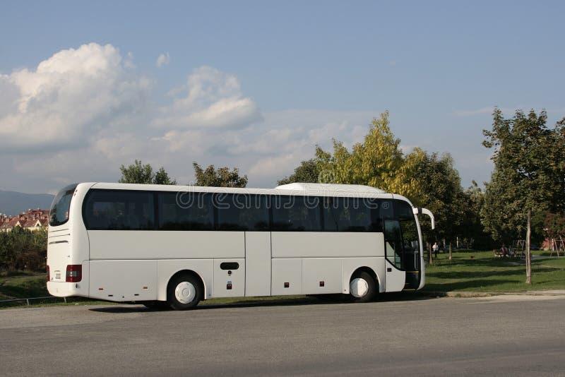 Weißer touristischer Bus 2 lizenzfreie stockfotos
