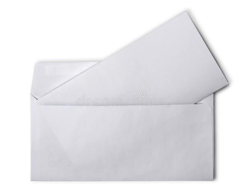 Weißer Umschlag mit gefaltetem Leerbeleg für Korrespondenz lizenzfreie stockbilder