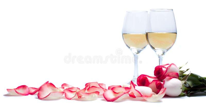 Weißer Wein und Rosen lizenzfreie stockfotos