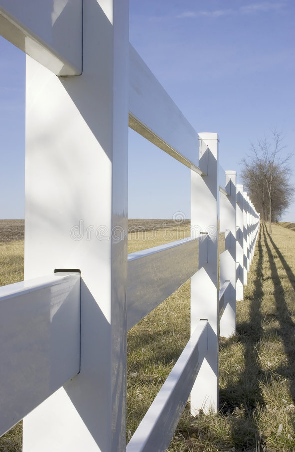 Weißer Zaun lizenzfreie stockbilder