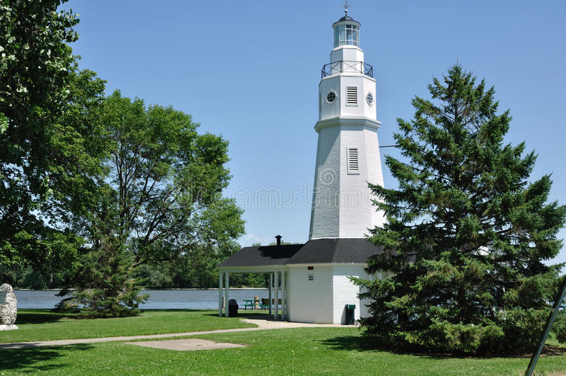 Weißer Ziegelstein-Leuchtturm stockbild