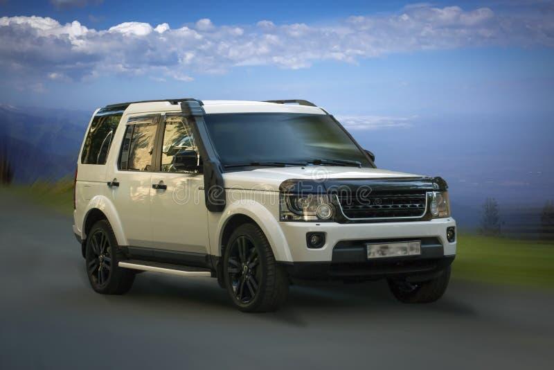 Weißes Auto Land Rovers lizenzfreies stockfoto