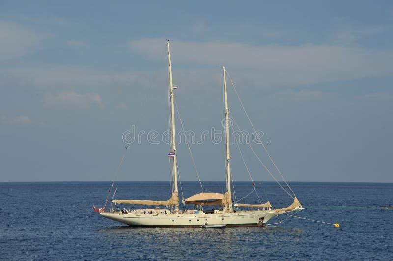 Weißes Boot lizenzfreies stockfoto