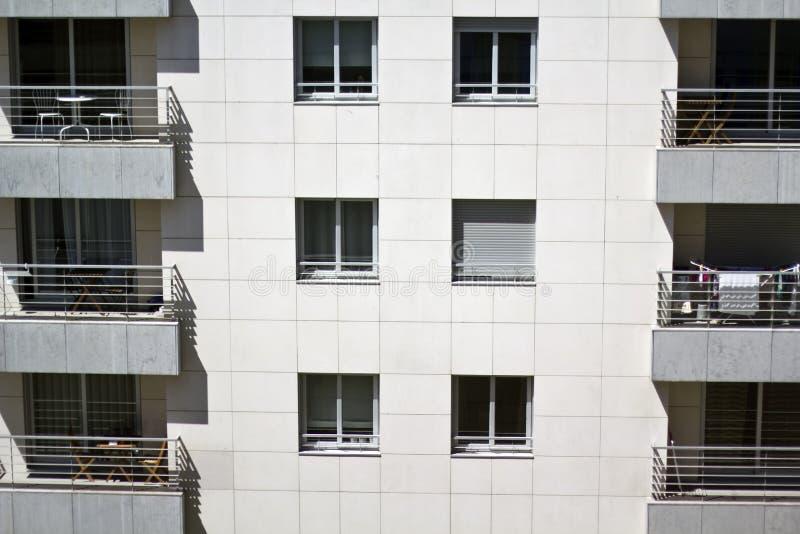 Weißes Gebäude Residencial lizenzfreies stockbild