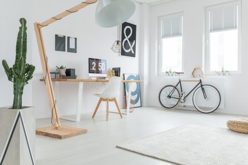 Weißes geräumiges Studio stockbilder