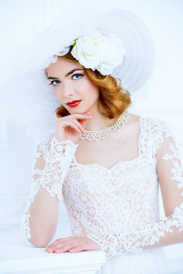 Weißes Kleid für Braut lizenzfreies stockfoto