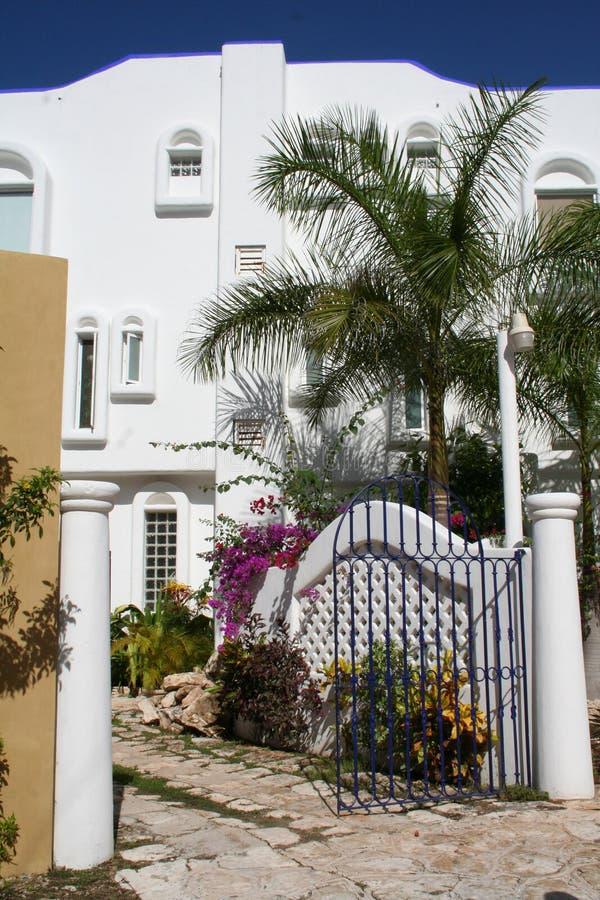 Weißes Landhaus bei Playa del Carmen - Mexiko lizenzfreie stockbilder
