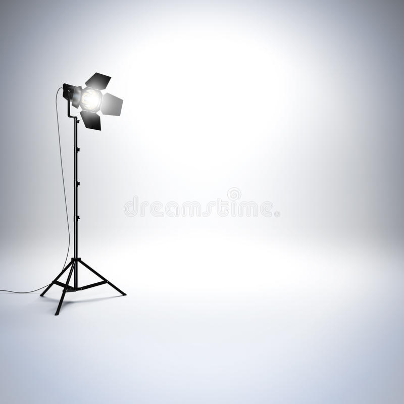 Weißes leeres Fotostudio mit Berufstaschenlampe lizenzfreies stockfoto