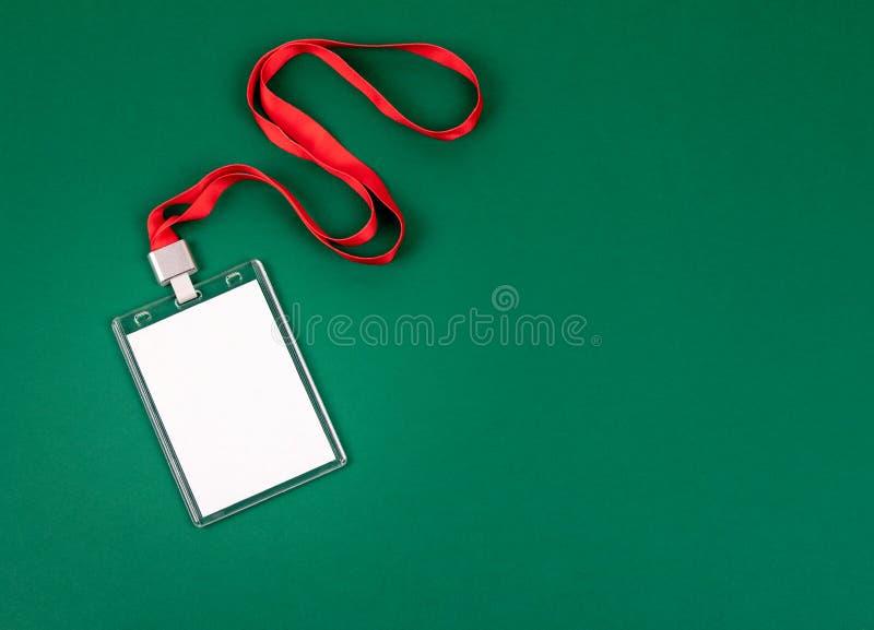 Weißes leeres Personalidentitätsmodell mit roter Abzugsleine stockbild