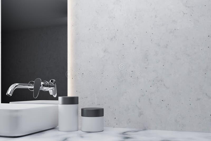 Weißes Marmorbadezimmer, weiße Wanne, Wand lizenzfreie abbildung
