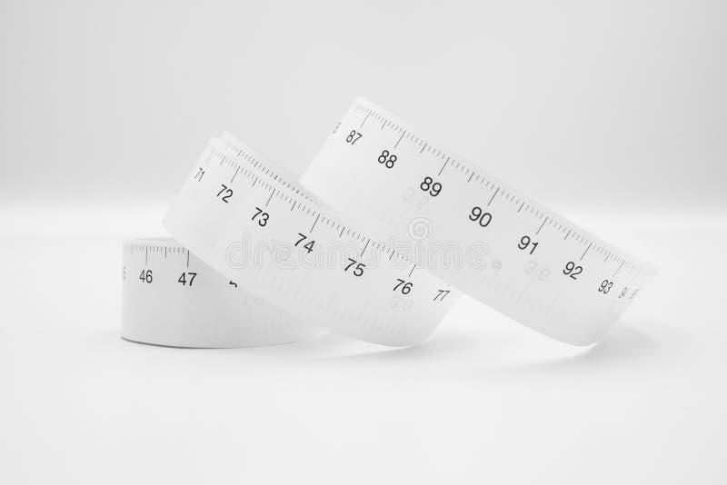 Weißes messendes metrisches Maß des Bandmachthabers oder Diätkonzept lokalisiert auf weißem Hintergrund stockfotografie