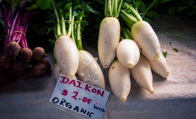 Weißes Molenkraut auf dem Markt stockfotos