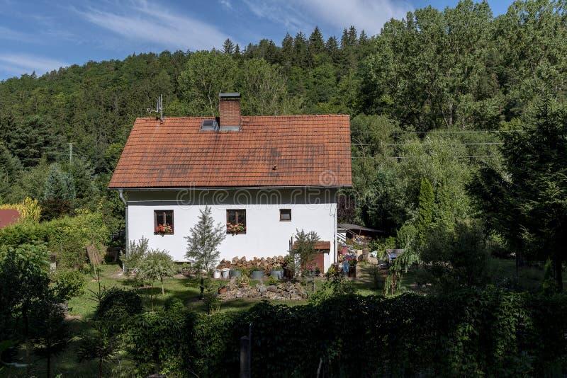 Kleines Haus Mit Rotem Dach Stock Fotos Laden Sie 66