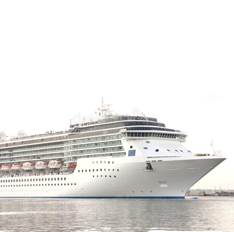 Weißes Passagierkreuzfahrtschiff lizenzfreies stockbild