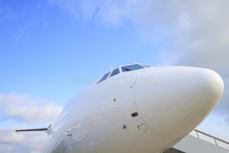Weißes passanger Flugzeug stockbilder