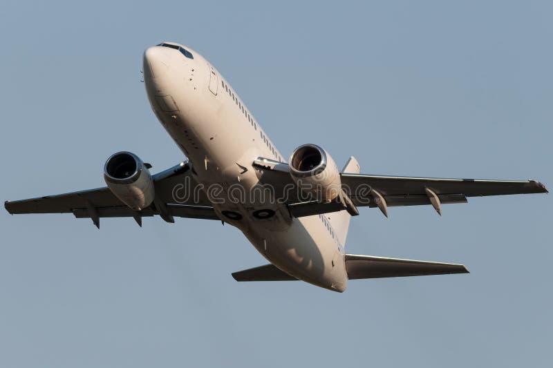 Weißes schmales Körperjet-Flugzeug stockfoto