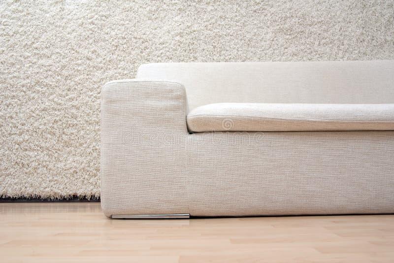 Weißes Sofa stockfotografie