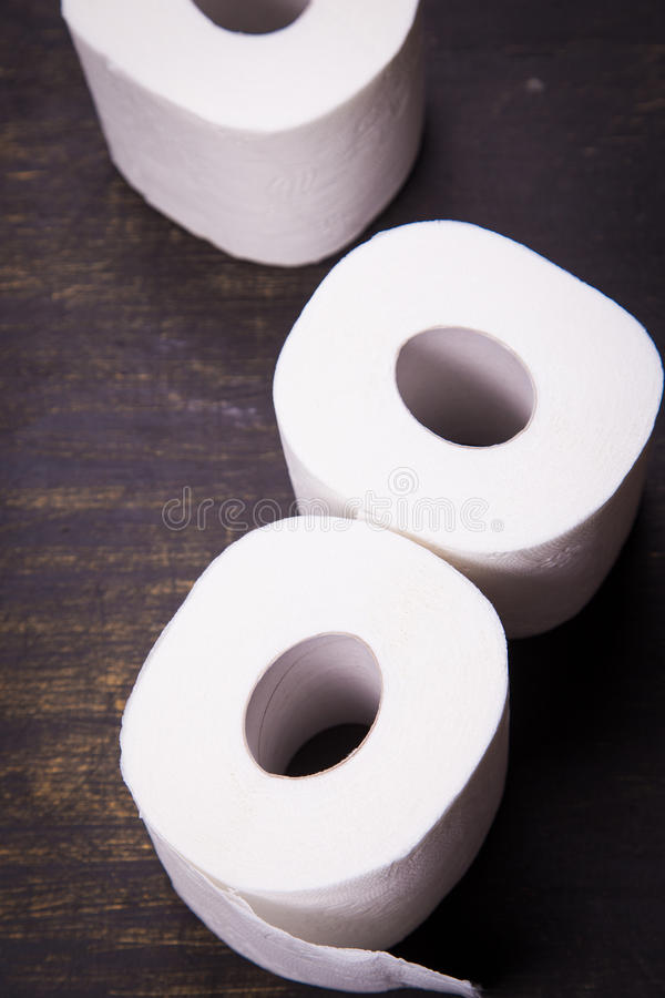 Weißes Toilettenpapier lizenzfreie stockbilder