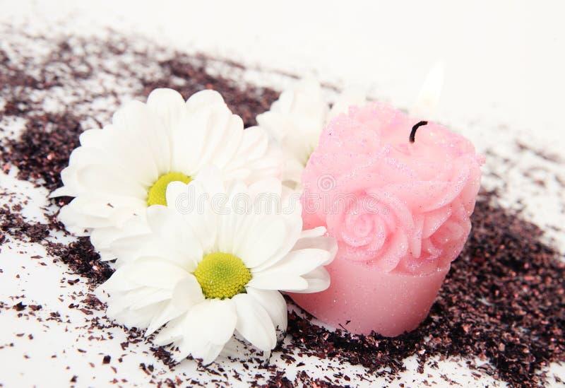 Weißes tsventy und eine Kerze stockbilder
