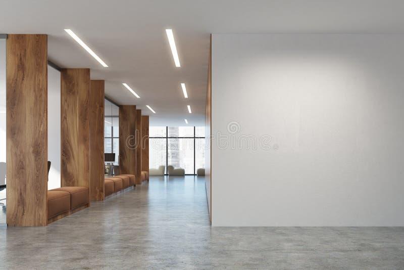 Weißes und hölzernes Büro des offenen Raumes, Sofas lizenzfreie abbildung