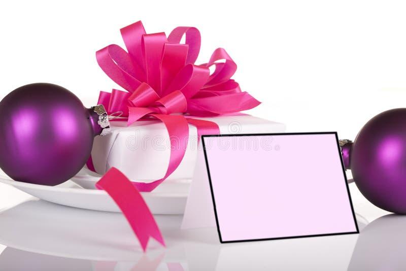 Weißes und rosafarbenes Geschenk stockbilder