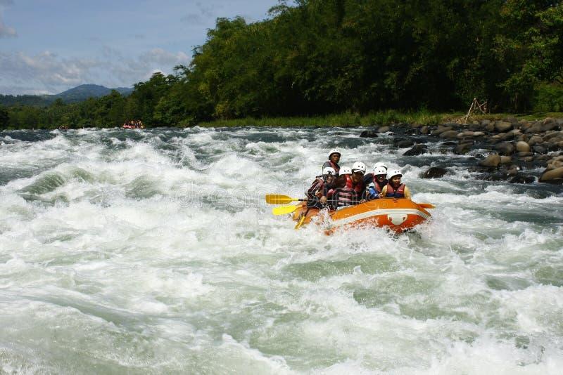 Weißes Wasser, das in Cagayan de Oro Philippinen flößt lizenzfreie stockfotografie