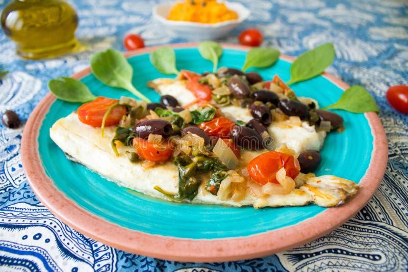 Weißfisch mit Mittelmeersoßennahaufnahme lizenzfreies stockfoto